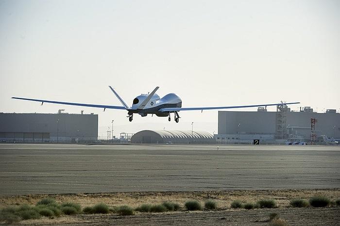MQ-4C Triton là biến thể từ máy bay do thám không người lái RQ-4B Global Hawk của Không quân Mỹ