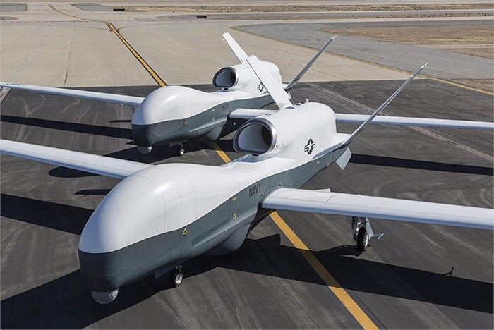 Máy bay do thám diện rộng MQ-4C Triton của Hải quân Mỹ trong lần đầu cất cánh