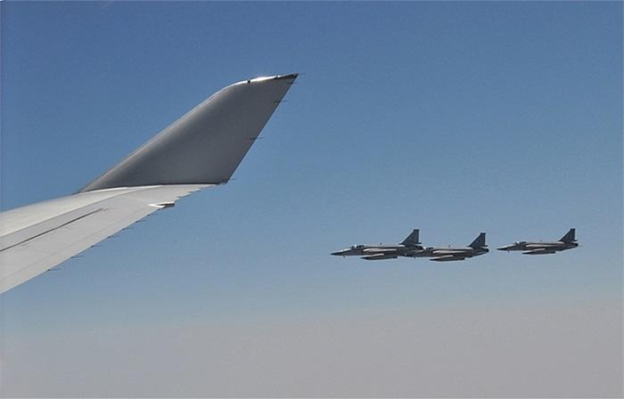 Chiếc Boeing 747 chở Thủ tướng Lý Khắc Cường của Trung Quốc được 6 chiếc JF-17 Thunder của Không quân Pakistan hộ tống khi bay vào không phận nước này