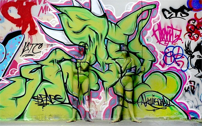 Tác phẩm bodypainting của nghệ sĩ Trina Merry trên những bức tường đô thị ở San Francisco, California, Mỹ