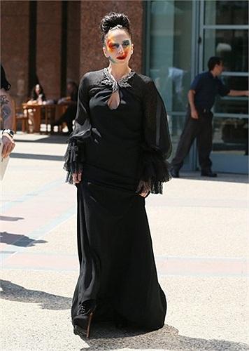 Nữ ca sĩ Lady Gaga chụp ảnh ở Los Angeles, California, Mỹ