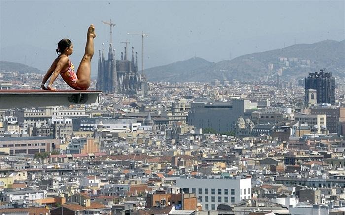 Thợ lặn chuẩn bị cho cuộc thi đấu sắp tới ở Barcelona, Tây Ban Nha