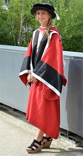 Vận động viên đoạt huy chương vàng Olympic, Laura Trott, chụp hình ở Đại học Essex