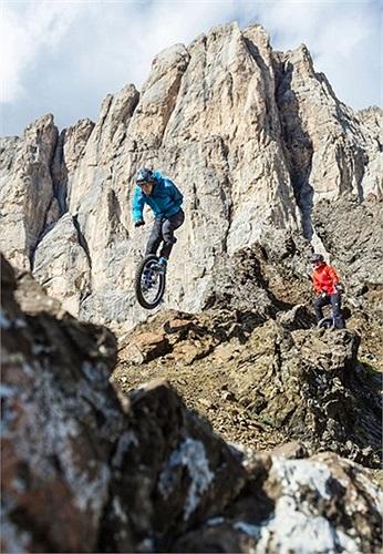 Lutz Eichholz, 4 lần vô địch thế giới giải xe đạp địa hình băng qua dãy núi Cima Ombretta Orientale ở Ý