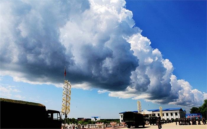 Đám mây với hình dạng cây cầu ở tỉnh Hắc Long Giang, Trung Quốc
