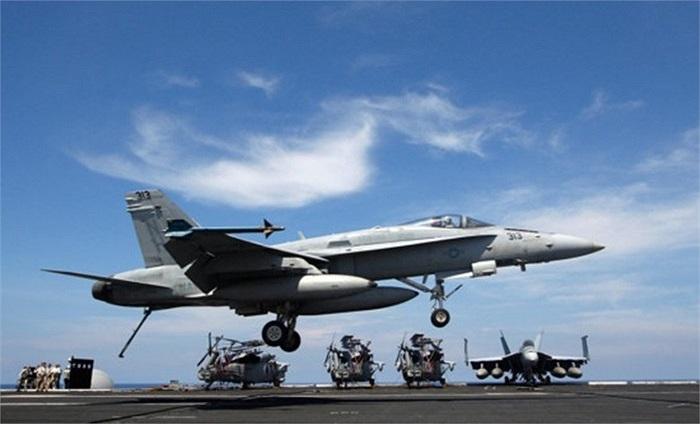 Ngày 22/5 vừa qua, tàu sân bay Mỹ USS Nimitz đã có buổi tập luyện ở Biển Đông gồm cất hạ cánh, diễn tập tiếp tế đạn dược và tập bắn đạn thật ở Biển Đông