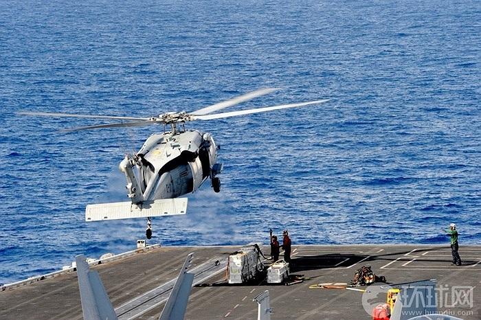 Tân Hoa Xã nói tàu sân bay Mỹ neo đậu ở Biển Đông