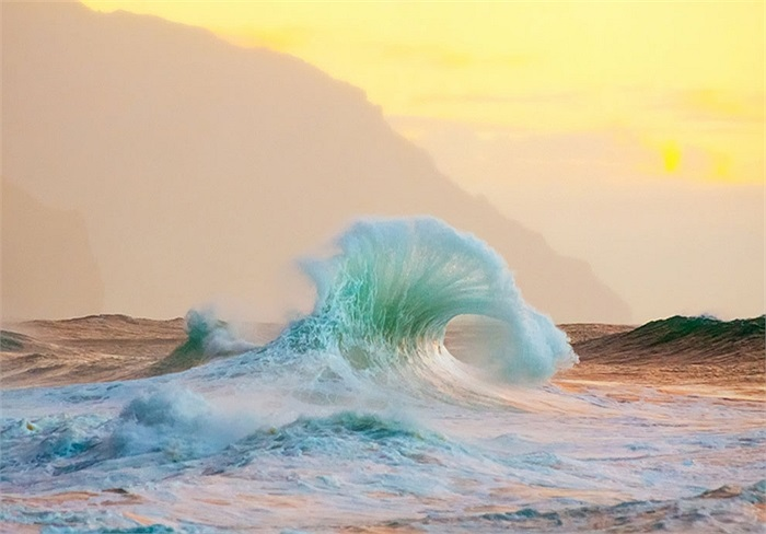 Những con sóng hoang vu và huyền ảo ở đảo Kauai, Hawaii