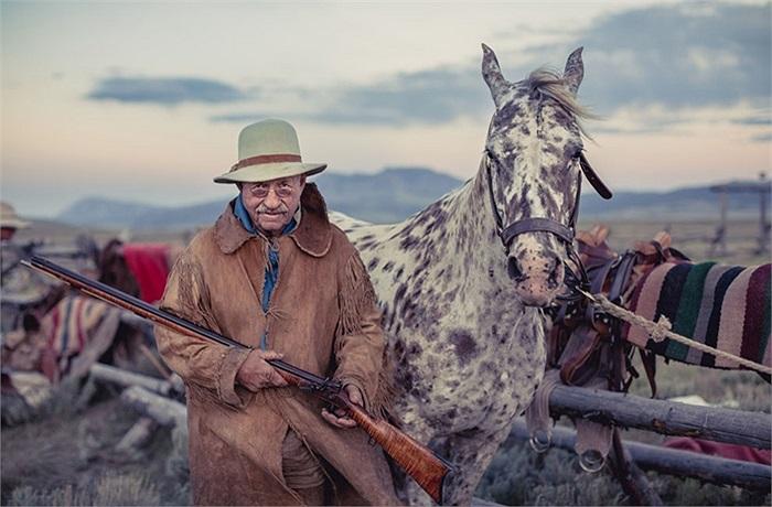 Chàng cao bồi già và khẩu súng săn phong cách cũ của ông