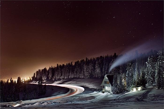 Hoàng hôn đẹp tuyệt vời trên con đường dẫn đến Ergaki, Krasnoyarsk Krai, Nga