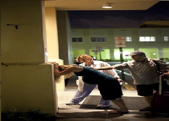 Những bức ảnh do nhiếp ảnh gia Emily Robinson chụp lại trước cổng bệnh viện Boca Raton (bang Florida, Mỹ) hồi cuối tuần trước.