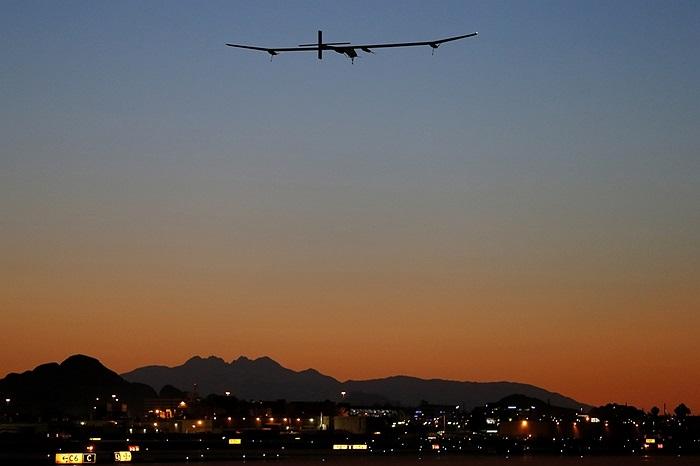 Máy bay năng lượng mặt trời bay thử nghiệm ở Sân bay quốc tế Sky Harbor, Mỹ