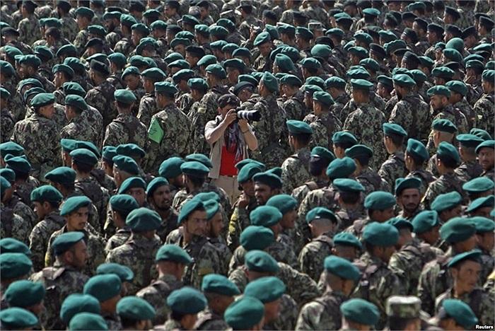 Binh  sĩ quân đội quốc gia Afghanistan trong lễ ra trường tại Trung tâm Huấn Luyện quân sự ở Kabul