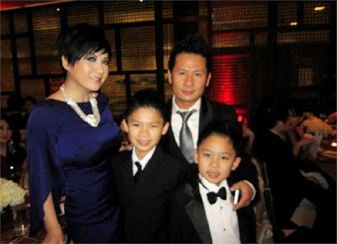 Ngày 23/1/2013, gia đình của Bằng Kiều vui vẻ cùng nhau tham dự tiệc cưới của ca sĩ Minh Tuyết, tại California, Mỹ.