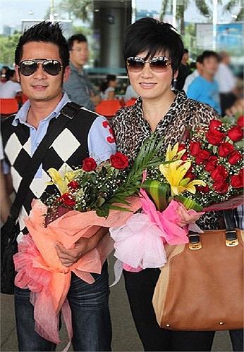 Ngày 15/9/2012, hai vợ chồng Bằng Kiều về quê chuẩn bị cho liveshow của anh được cấp phép biểu diễn tại Việt Nam.