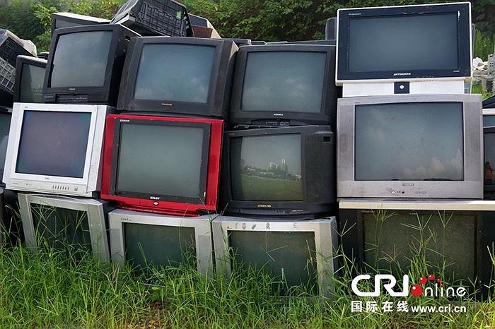 Ngày 26/8 vừa qua, hàng chục nghìn chiếc tivi cũ chất đống chờ tu hồi