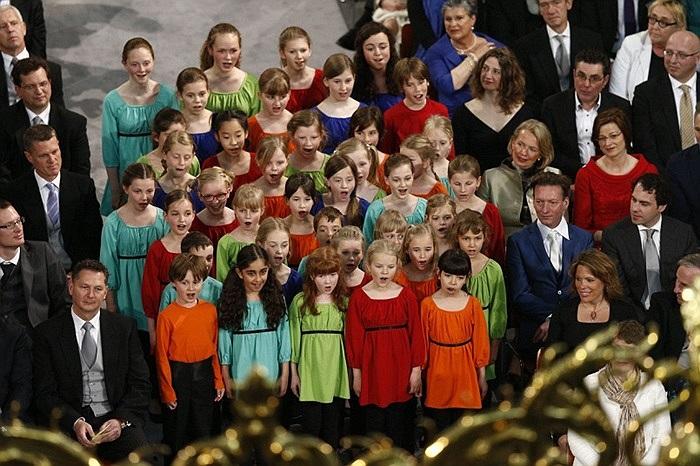 Dàn đồng ca thiếu nhi hát mừng lễ nhậm chức của nhà vua Willem-Alexander