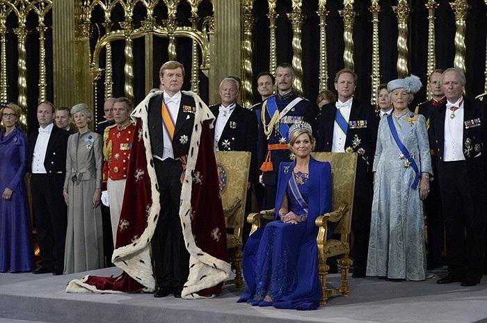 Nhà vua Willem-Alexander trong lễ đăng quang ngôi báu