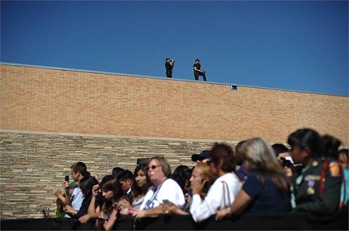 Những đặc vụ quan sát từ trên cao nơi ông Obama phát biểu