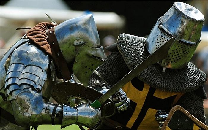 Hai đấu sĩ trong lễ kỷ niệm 528 năm diễn ra trận đánh Bosworth ở Leicestershire, Anh