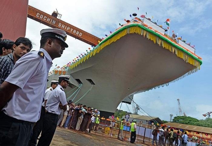 Ấn Độ ra mắt tàu sân bay đầu tiên mang tên INS Vikrant tại Nhà máy đóng tàu Cochin ở Kochi hôm 12/8