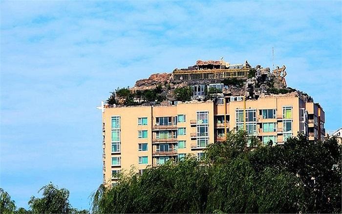 Căn nhà độc đáo trên đỉnh một khu chung cư ở Bắc Kinh, Trung Quốc
