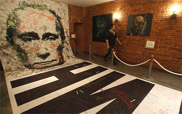 Bức vẽ chân dung ông Putin lớn nhất thế giới của nghệ sĩ Konstantin Altunin trong Bảo tàng Authorities ở St Petersburg, Nga