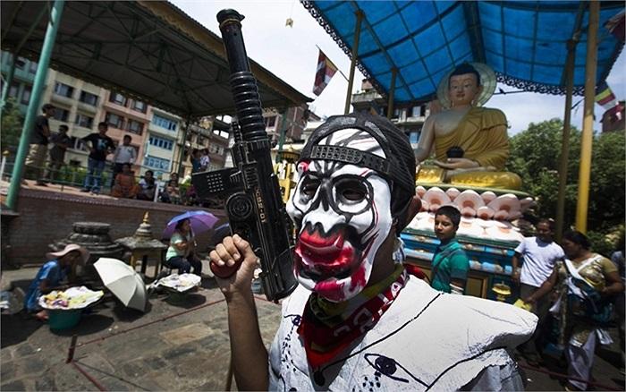 Người dân Nepal đeo mặt nạ tham gia lễ hội Mataya ở Patan, Nepal