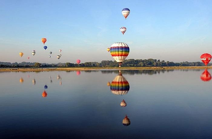 Khinh khí cầu bay trên khu vực Loire, Pháp