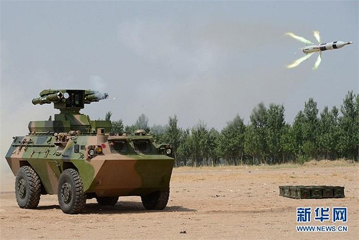 Tên lửa chống tăng hạng nặng vừa được bắn ra