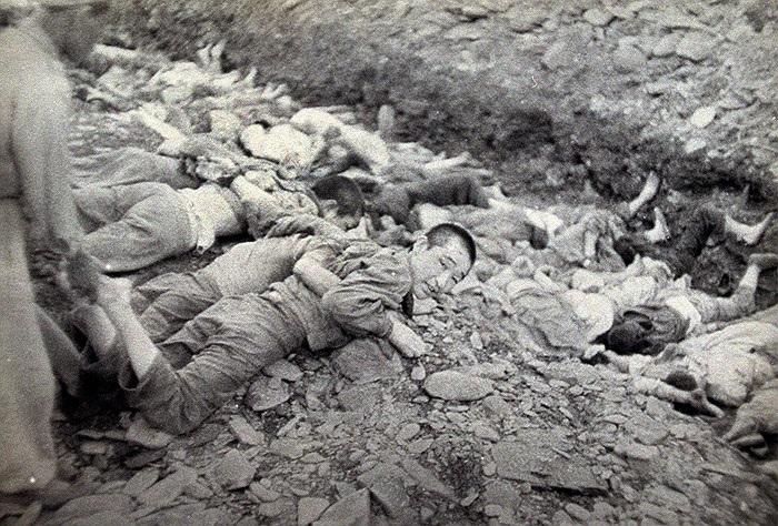 Bức ảnh ghi lại cuộc thảm sát 1.800 tù nhân chính trị do quân đội miền Nam Triều Tiên thực hiện tại Daejeon, trong ba ngày của tháng 7/1950