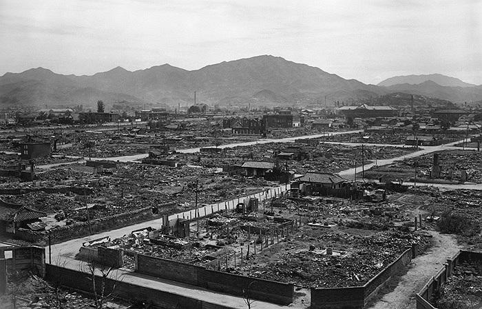 Toàn cảnh thành phố Taejon bị thiêu rụi, ngày 30/9/1950. Ảnh: AP/ Jim Pringle