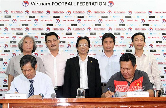 Lễ công bố hợp đồng với HLV Hoàng Văn Phúc được VFF tổ chức sơ sài, gói gọn trong vòng chưa đầy 20 phút.