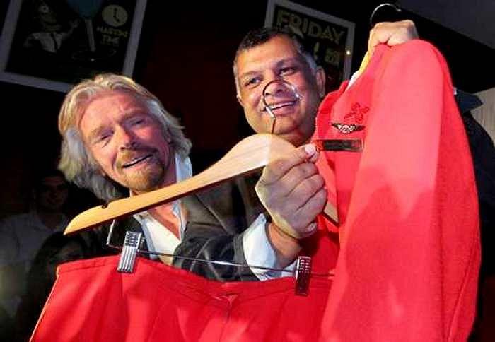 Ông Branson làm tiếp viên hàng không trong chuyến bay từ Perth (Australia) đến Kuala Lumpur. Giá vé được bán ở mức 399 USD, trong đó 100 USD của mỗi vé được tặng cho Quỹ Nhi đồng Starlight.
