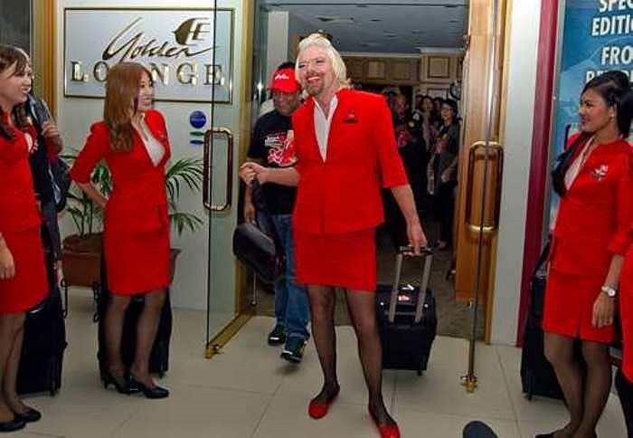 Ông sẵn sàng cho công việc làm tiếp viên hàng không trên chuyến bay của AirAsia