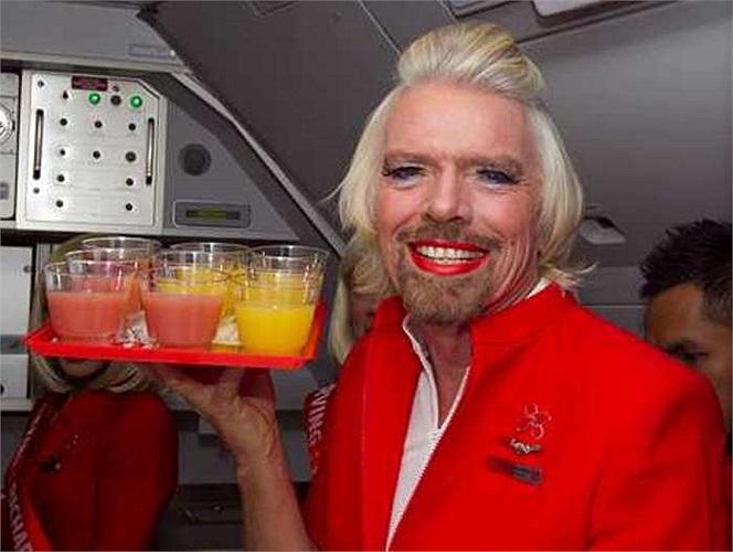 Ông Fernandes nói thêm: 'Anh ấy cam kết thực hiện trách nhiệm của một tiếp viên hàng không, bao gồm cung cấp cà phê, trà và các thức ăn, đồ uống khác cho khách'
