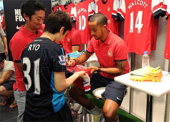 Jack Wilshere, Theo Walcott và ngôi sao người Nhật, Ryo Miyaichi đã tham dự một sự kiện do Nike tổ chức