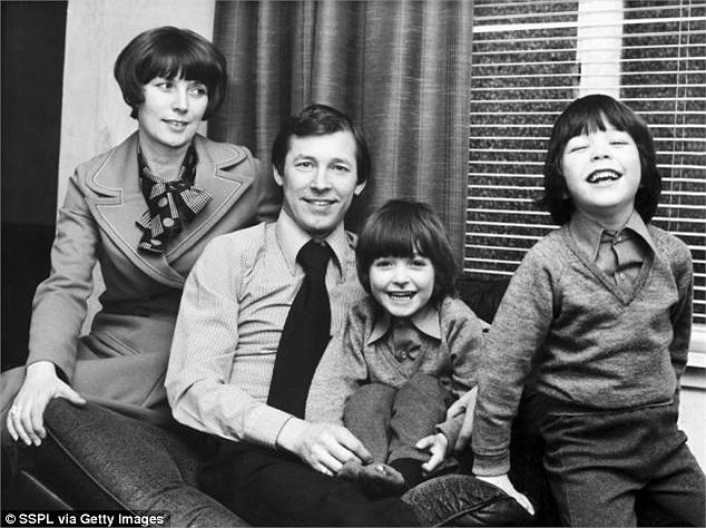 Gia đình Sir Alex lúc mới chỉ có hai con trai