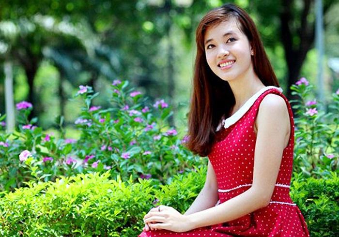 Từ những năm cấp 2, Phạm Nguyễn Ca Dao (1994) đã nổi tiếng trong giới trẻ Đà Nẵng bởi những thành tích, những giải thưởng Văn học lớn nhỏ. Lên cấp 3, Ca Dao vẫn duy trì phong độ của mình khi liên tiếp giành nhiều giải thưởng HSG Văn