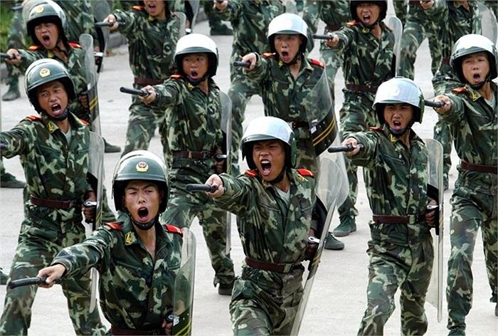Đội hình của lực lượng cảnh sát bán vũ trang Trung Quốc