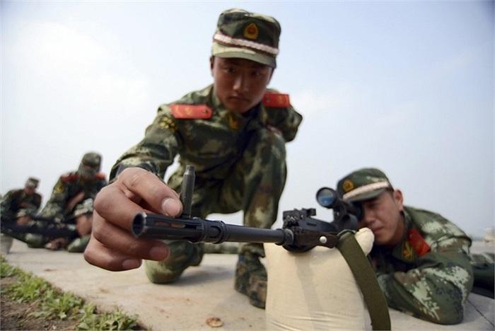 Các thành viên cũng được đào tạo sử dụng súng bắn tỉa
