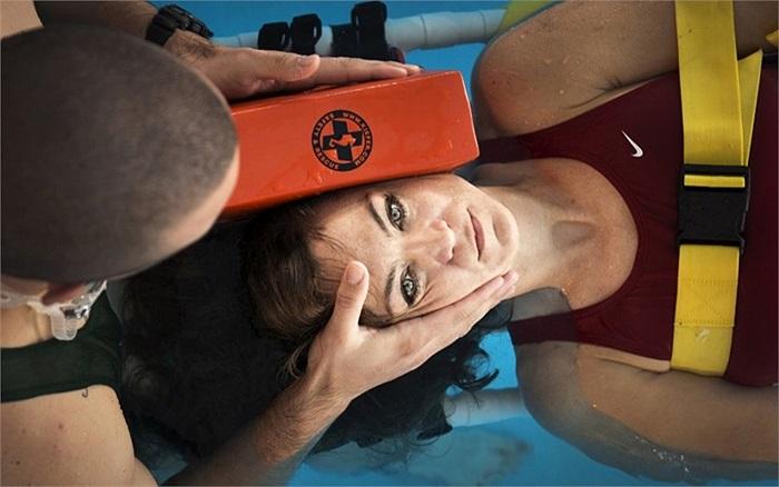 Các nhân viên y tế sẽ truyền đạt các bài sơ cứu cho các binh sĩ đuối nước