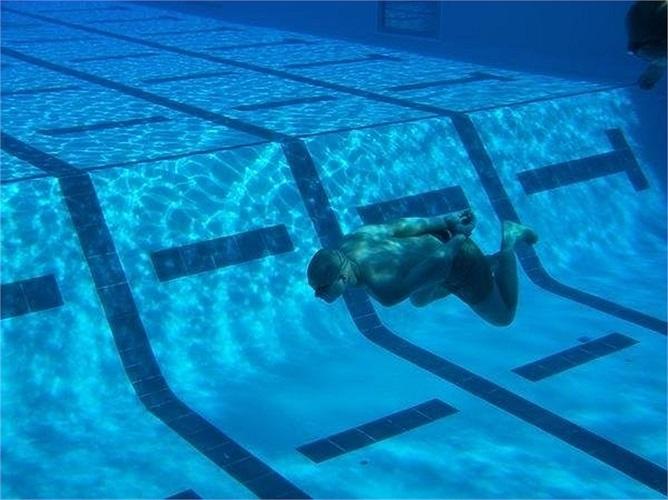 Bài học kinh hoàng nhất với các học viên lính thủy đánh bộ Mỹ chính là bơi trong tình trạng hai tay bị buộc chéo sau lưng