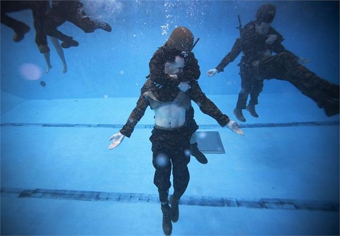 Trong phần luyện tập này còn có nội dung mô phỏng các nạn nhân chết đuối