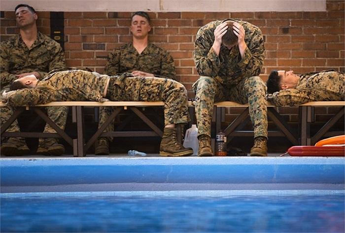Mỗi buổi luyện tập là một lần vắt kiệt sức lực của các binh sĩ lính thủy đánh bộ