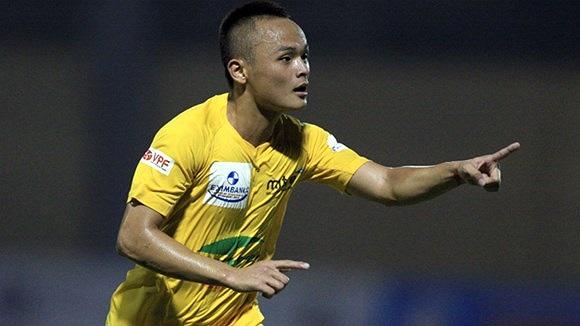 Lê Quốc Phương ghi bàn gỡ hòa 2-2 cho Thanh Hóa ở những phút cuối trận, giúp đội chủ nhà giữ lại 1 điểm trước SHB Đà Nẵng. Hôm qua cũng là ngày sinh nhật lần thứ 23 của tiền vệ Lê Quốc Phương.
