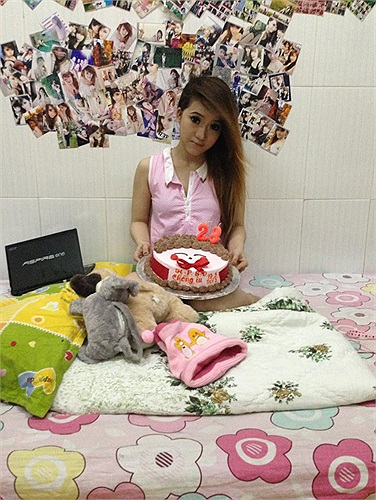 Trước đó trên facebook của Mi Phương - bạn gái Quốc Phương - đã xuất hiện hình ảnh, clip mừng sinh nhật Quốc Phương.