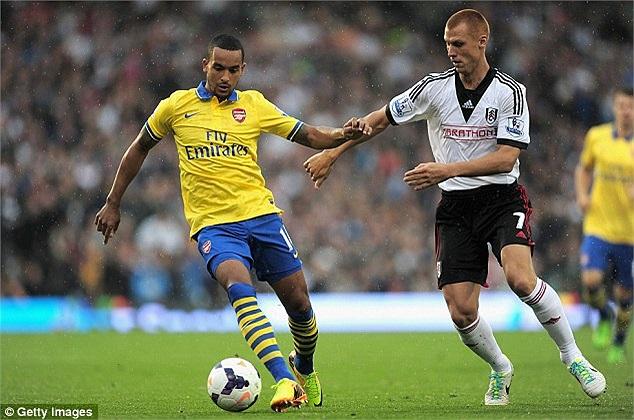 Chủ nhà Fulham chơi đầy nỗ lực để tìm kiếm bàn thắng rút ngắn tỷ số. Theo Walcott được Steve Sidwell kèm cặp rất kỹ lưỡng.