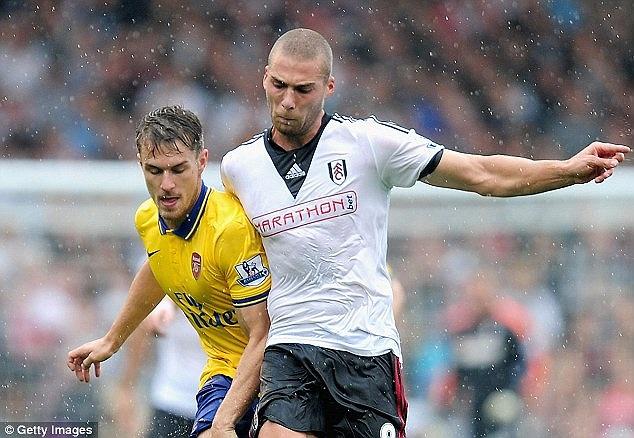 Chủ nhà Fulham chơi đầy nỗ lực để tìm kiếm bàn thắng rút ngắn tỷ số.