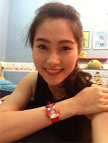Hoa hậu Thu Thảo khoe đồng hồ tuổi thơ.